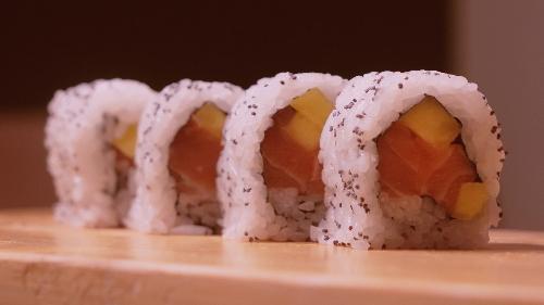 Salmon, mango, fara lulëkuqe