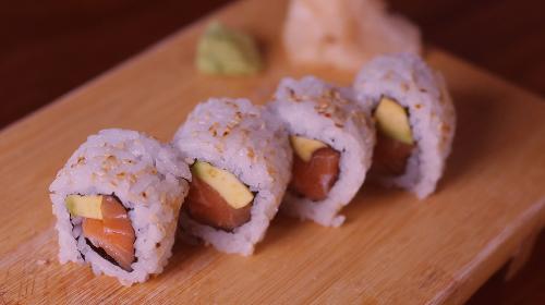 Maki salmon avokado