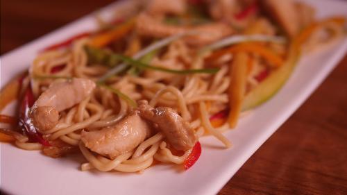 Noodles me pulë