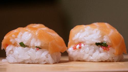 Salmon, philadelphia, qepë e njomë, haviar