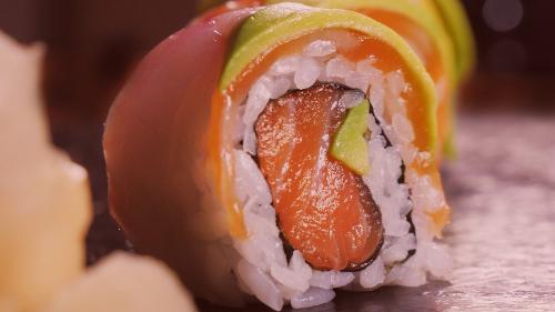 Peshk i bardhë, avokado, salmon
