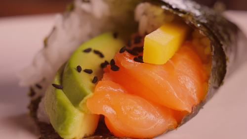 Salmon, avokado, mango