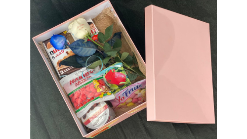 Box mix cekolada dhe trëndafila të personalizuar