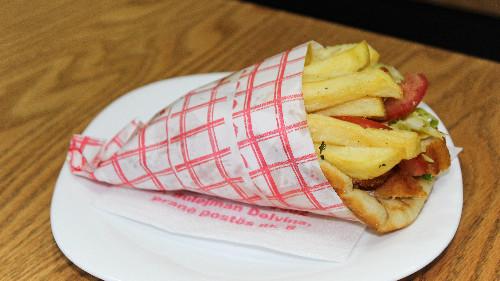 Pite greke, mish pule, patate, xaxiq, qepë, domate