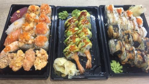 Karkalec tempura hot 8, dragon roll 8, crazy salmon 4, crazy karkalec 4, california chef 8, nigiri 4, gunkan 4