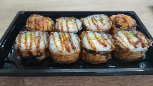 Karkalec tempura, philadelphia, avokado, tempura, salcë unagi