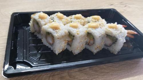 Karkalec tempura, kastravec, salcë spicy, susam, unagi