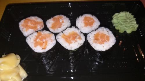 Mini roll salmon
