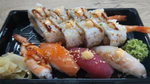 Karkalec tempura roll 8, nigiri 4