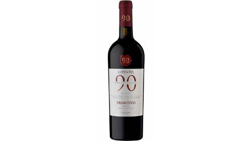 Verë e kuqe 100 përqind rrush primitiv, me ngjyrë tëkuqe të ndritshme, shije të fortë të manave, qershisë, kanellës dhe piperit të zi (0.75l, 13,5vol)