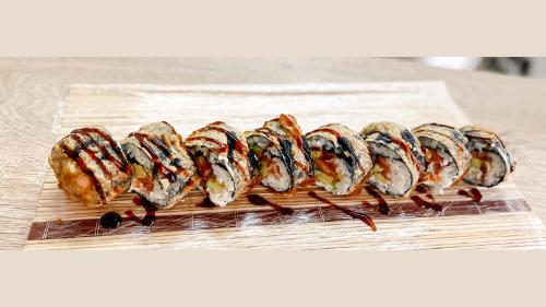Salmon, philadelphia, avokado, tempura, salcë unagi