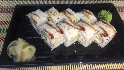 Salmon i tymosur, philadelphia, avokdo, susam, salcë unagi