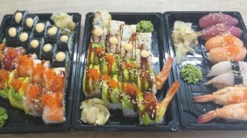 Rainbow 8, futomaki roll 10, dragon roll 8, california roll 4, salmon classic 4, nigiri 8