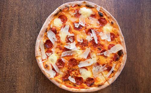 Salcë domatesh, mozzarella, sallam pikant