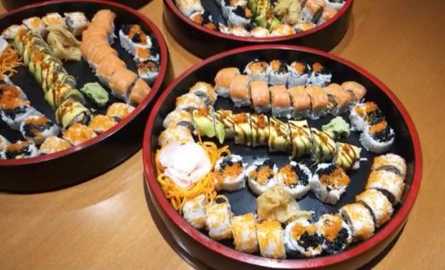 8 california maki, 8 avovado crab roll, 8 rainbow roll, 8 twin roll