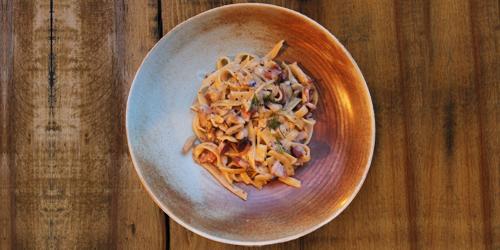 Tagliatelle me tartuf dhe kërpudha